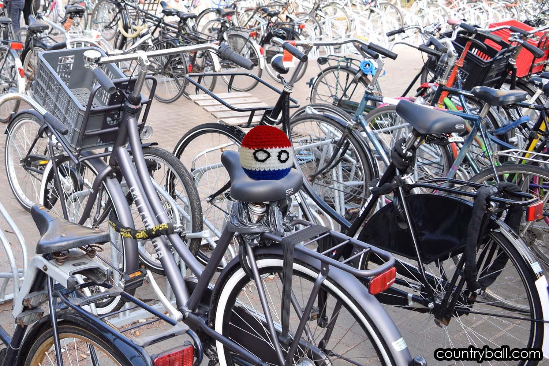 Netherlandsball and hundreds of Bikes